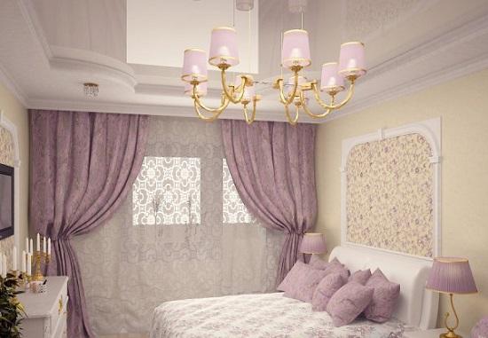 Классическая люстра с розовыми плафонами в освещении спальни