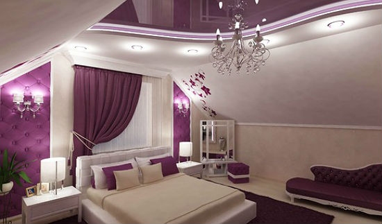 Современный дизайн розовой спальни потолком и шторами лилового цвета