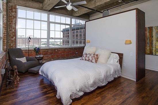 Использование люстры-вентилятора для освещения спальни в стиле лофт