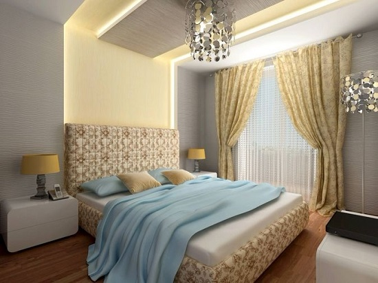 Дизайнерская металлическая люстра в освещении красивой спальни