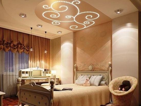 Красивый многоуровневый потолок с подсветкой в спальне