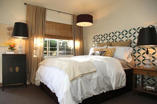 Выбор для освещения спальни люстры и ламп в едином стиле