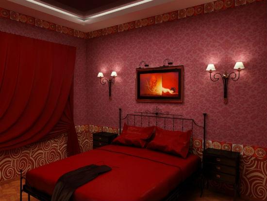 Красная спальня с использованием светлого орнамента в отделке стен