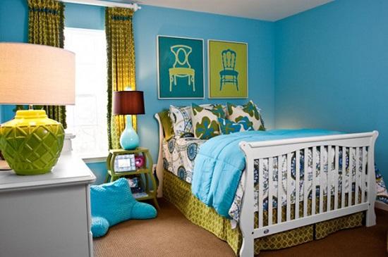Яркий контраст в оформлении спальни в бирюзово-желтой гамме