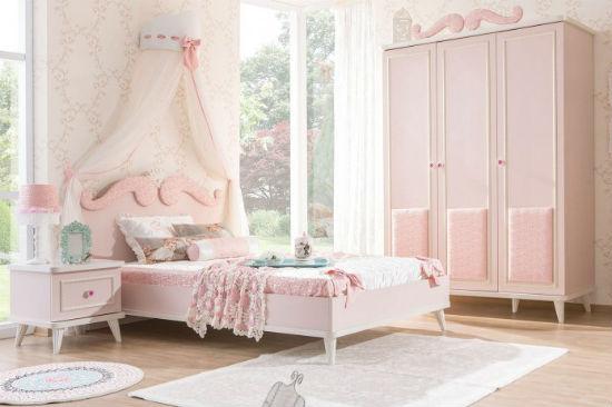 Использование в оформлении спальни разных оттенков розового цвета