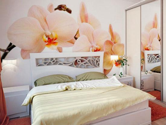 Оформление стены маленькой спальни фотообоями с макропринтом