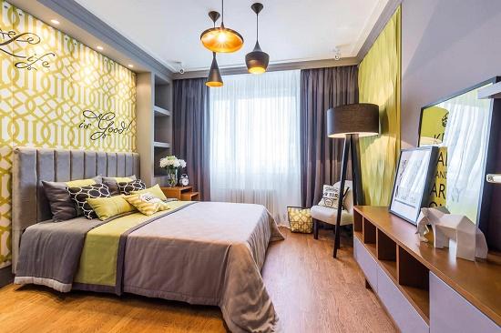 Сочетание серого и желтого оттенков в интерьере спальни