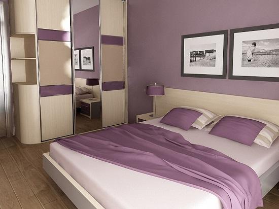 Простой дизайн спальни в сиренево-бежевых тонах