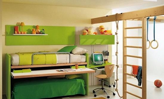Разделение пространства спальни мальчика на спортивную и зону отдыха