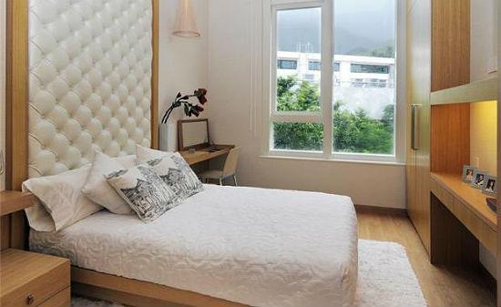Настенная панель в оформлении стены у изголовья кровати в спальне