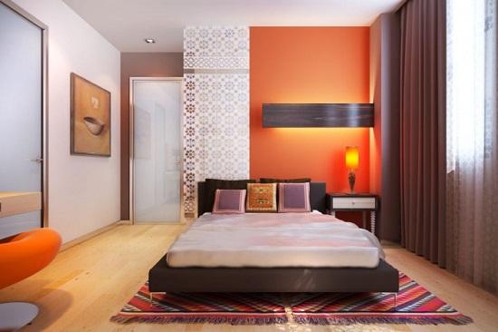Спальня после ремонта с удобным подходом к кровати с двух сторон