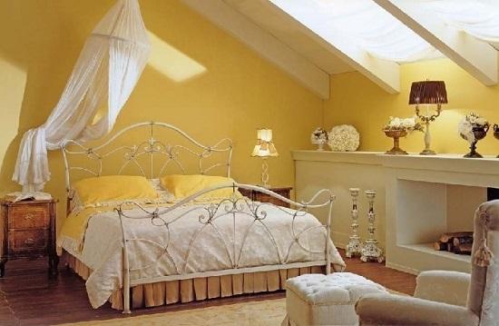 Организация умеренного теплого освещения в спальне