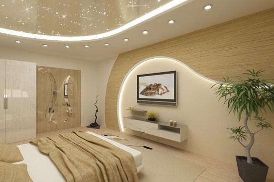 Точечное потолочное освещение в маленькой спальне