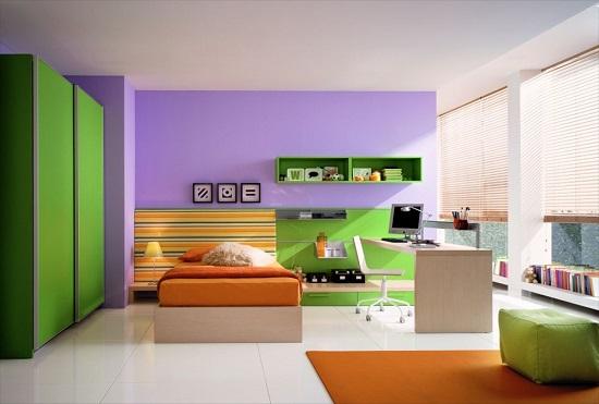 Современный дизайн спальни в ярких фиолетово-зеленых тонах