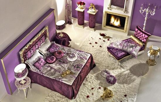 Позолота в классическом дизайне фиолетовой пальни