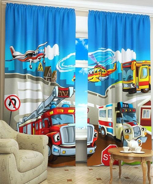 Яркие фотошторы с изображением персонажей из мультфильмов в спальне мальчика