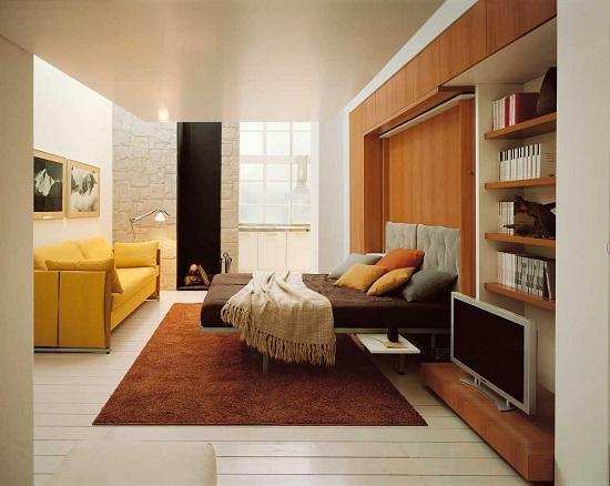 Идея использования шкафа-кровати для меблировки небольшой спальни