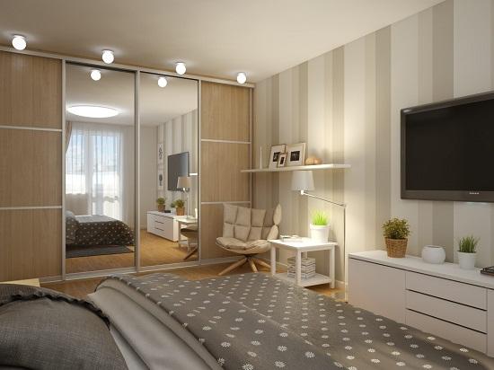 Установка вместительного шкафа-купе в маленькой спальне