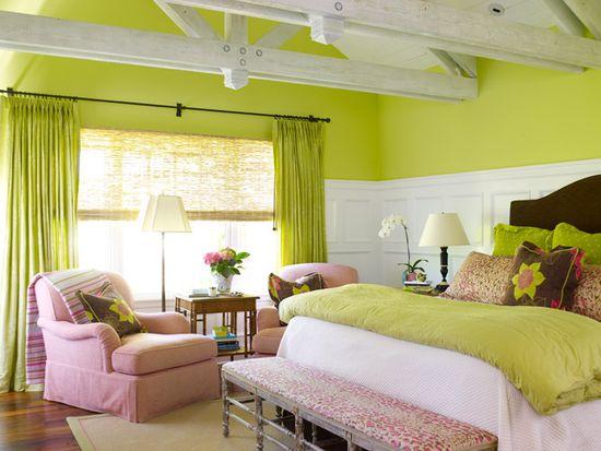 Спальня в пастельных салатово-розовых оттенках