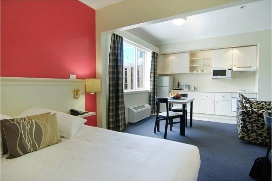 Зонирование спальни гостиной при помощи цвета оформления стен