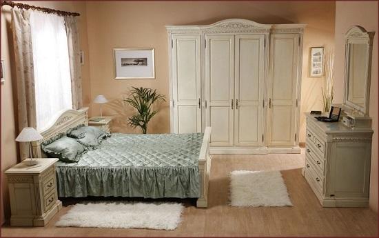 Выбор для обстановки спальни мебели бежевого цвета