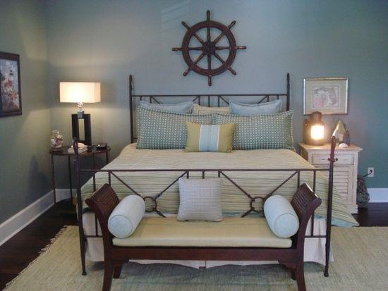 Интерьер голубой спальни в морском стиле