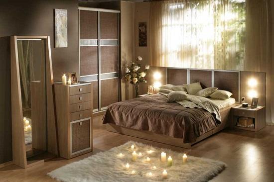 Установка в спальне кровати со свободным подходом с двух сторон
