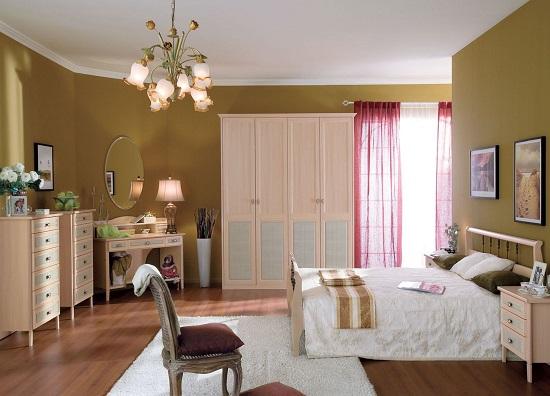 Размещение мебели по периметру спальни