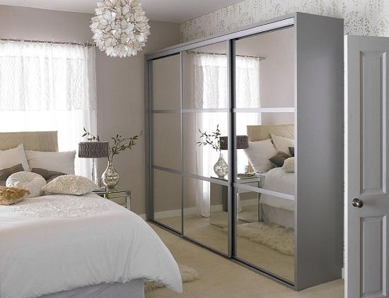 Выбор для меблировки маленькой спальни шкафа-купе с зеркалами