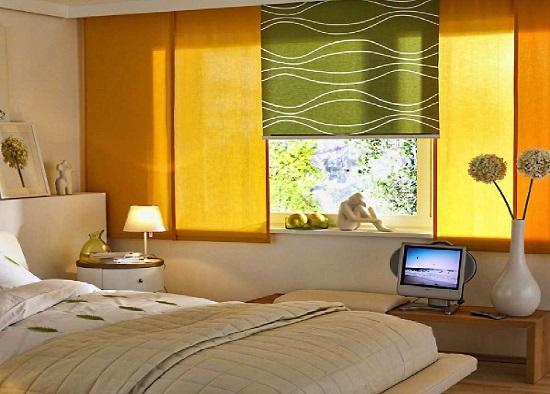 Использование японских штор в оформлении окна спальни