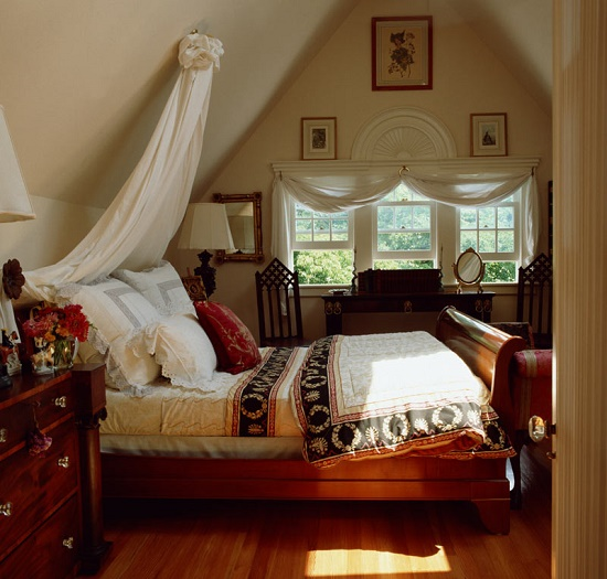 Дизайн мансардной спальни 12 кв м в английском стиле