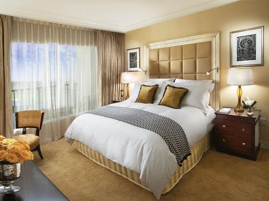Оформление спальни в бежевых тонах