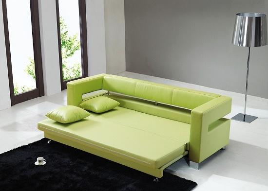 Раскладной диван в меблировке небольшой спальни