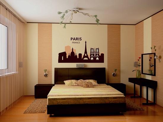 Комбинированные обои в дизайне минималистической спальни