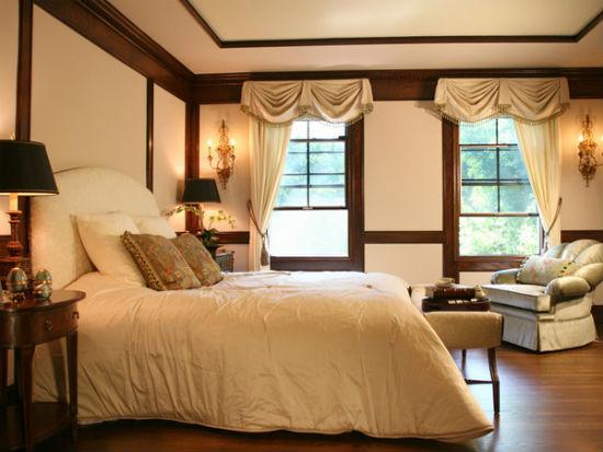 Коричневый молдинг для графичного дизайна спальни