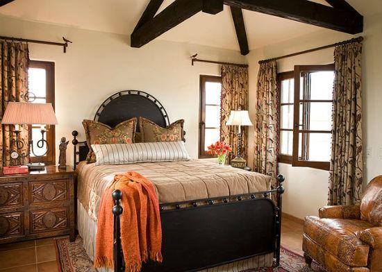 Идея для оформления интерьера спальни в испанском стиле
