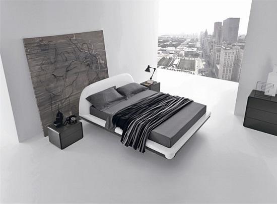 Просторная минималистическая спальня черно-белых тонах