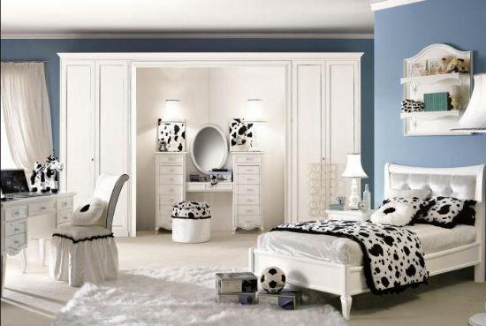 Спальня модерн с монохромным интерьером