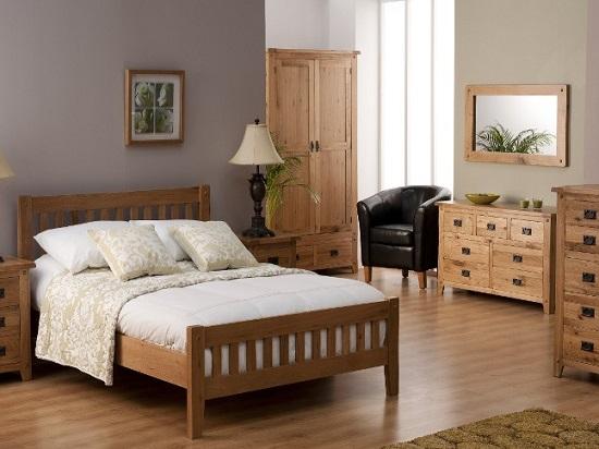 Размещение комодов у стены в спальне