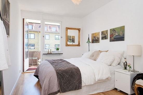 Белая спальня небольшой площади в скандинавском стиле