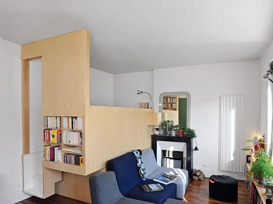 Кровать с высокими стенками в спальне гостиной площадью 16 кв метров