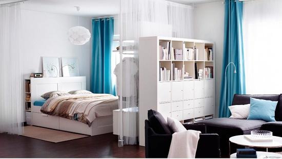 Шкаф-стеллаж в качестве перегородки между спальней и гостиной