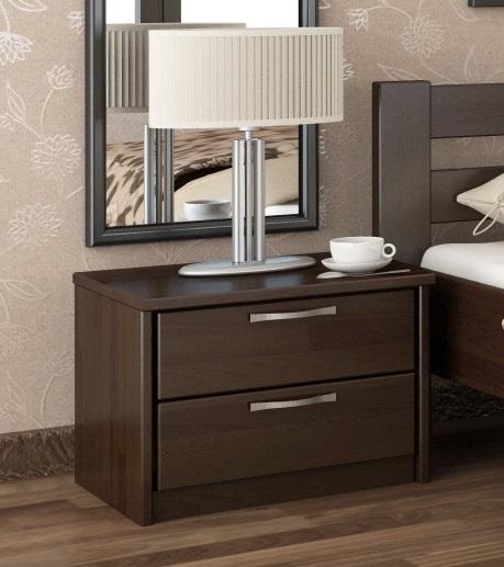 Маленькая прикроватная тумбочка с двумя ящиками в спальне