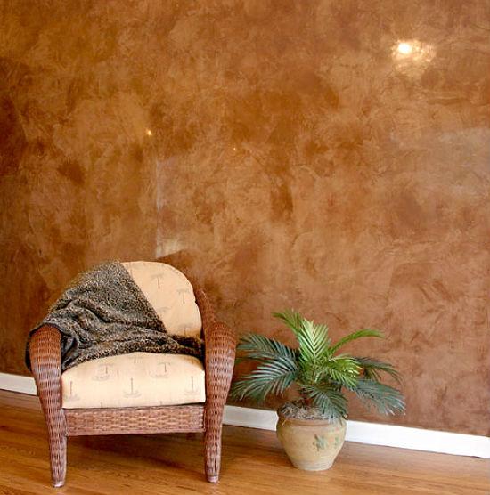 Интерьер комнаты с отделкой стен венецианской штукатуркой