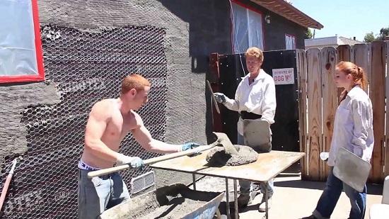 Нанесение фасадной штукатурки на армирующую сетку