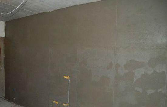 Отделка стен комнаты штукатуркой на основе извести