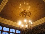 Отделка потолка комнаты венецианской штукатуркой