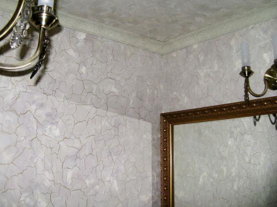 Декорирование стен штукатуркой по технологии кракелюр с крупным рисунком