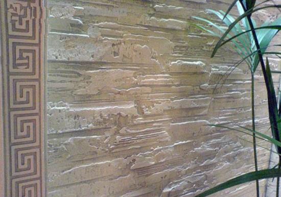 Фактурная штукатурка на стенах в интерьере комнаты этно стиля