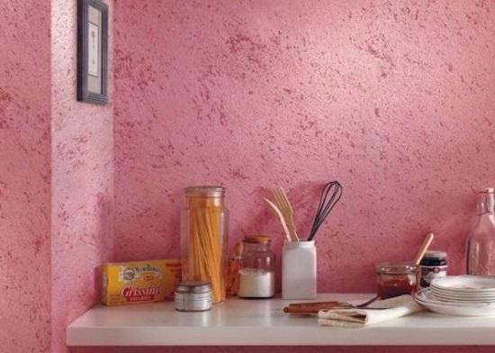 Текстурные обои под штукатурку в интерьере кухни